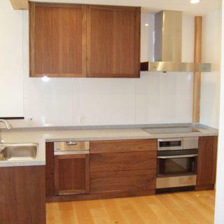 無垢, 大阪, オーダーキッチン, ウォールナット, オーダー家具, 無垢材 機能を優先したキッチンレイアウト