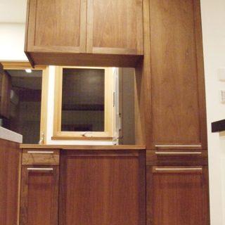 大阪 オーダー家具 ウォルナット無垢材、アガチス無垢材(内部)食器棚