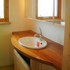 大阪 オーダー家具 メープル、桜無垢材の三面鏡付洗面台