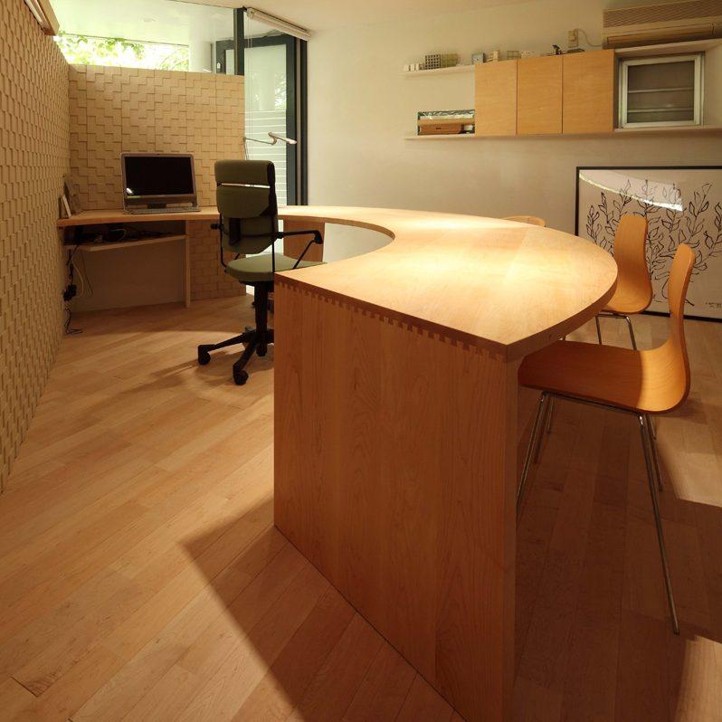 大阪 オーダー家具 メープル無垢材 メープル無垢材 R形状オフィスデスク