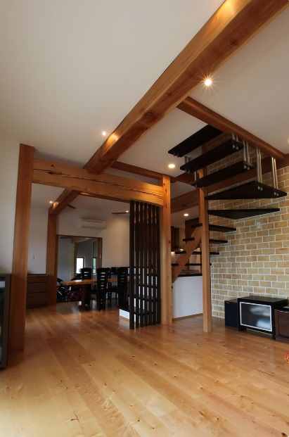 無垢 大阪 オーダー家具 トチ アガチス 一枚板 天板 無垢材 ウォルナット×アガチスダイニングテーブル