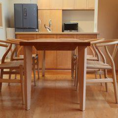 大阪 オーダー家具 メープル無垢材ダイニングテーブル