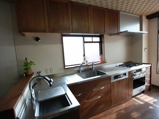 無垢 大阪 オーダーキッチン ウォールナット オーダー家具 無垢材 魚がおどるキッチン