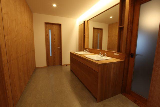 収納棚 パウダールーム 無垢 壁面 大阪 オーダー家具 無垢材 壁収納棚
