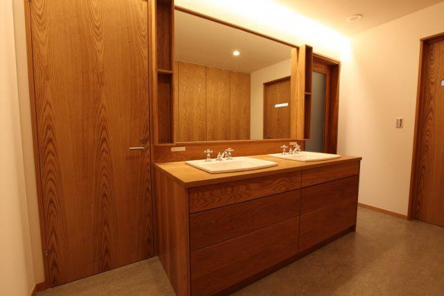 洗面化粧台 オープン棚 大阪 オーダー家具 無垢材 収納充実のW洗面台