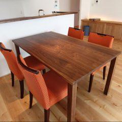 無垢 大阪 ウォールナット オーダー家具 天板 無垢材 キッチンと同じイメージ ウォールナット無垢材テーブル