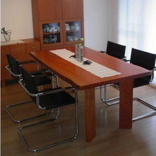 テーブル 大阪 オーダー家具 ボセ 一枚板 無垢材 いすに合わせたテーブル