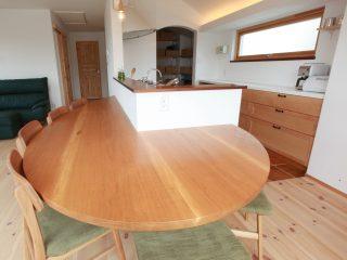 無垢 ヒノキ 大阪 ダイニング キッチン 楢 楕円テーブル オーダー家具 無垢材 異型ダイニングBIGテーブル