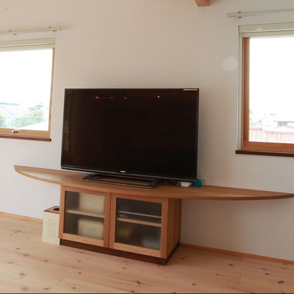 大阪 オーダー家具 オークR型テレビボード