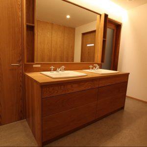 洗面化粧台, オープン棚, 大阪, オーダー家具, 無垢材 収納充実のW洗面台