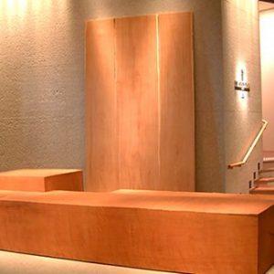 大阪, オーダー家具 ハービスエント5階 共用ゾーン大型無垢材モニュメント