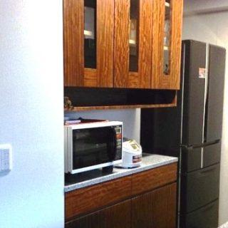 大阪 メープル オーダー家具 吊戸棚 キッチンカウンター 一枚板 ブビンガ 無垢材 ブビンガキッチンカウンターと吊戸棚