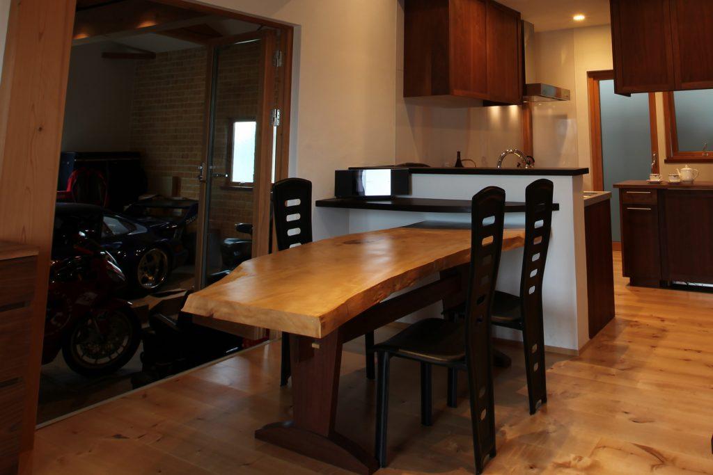大阪 オーダー家具 トチ アガチス 一枚板 天板 無垢材 トチ×アガチス無垢材ダイニングテーブル