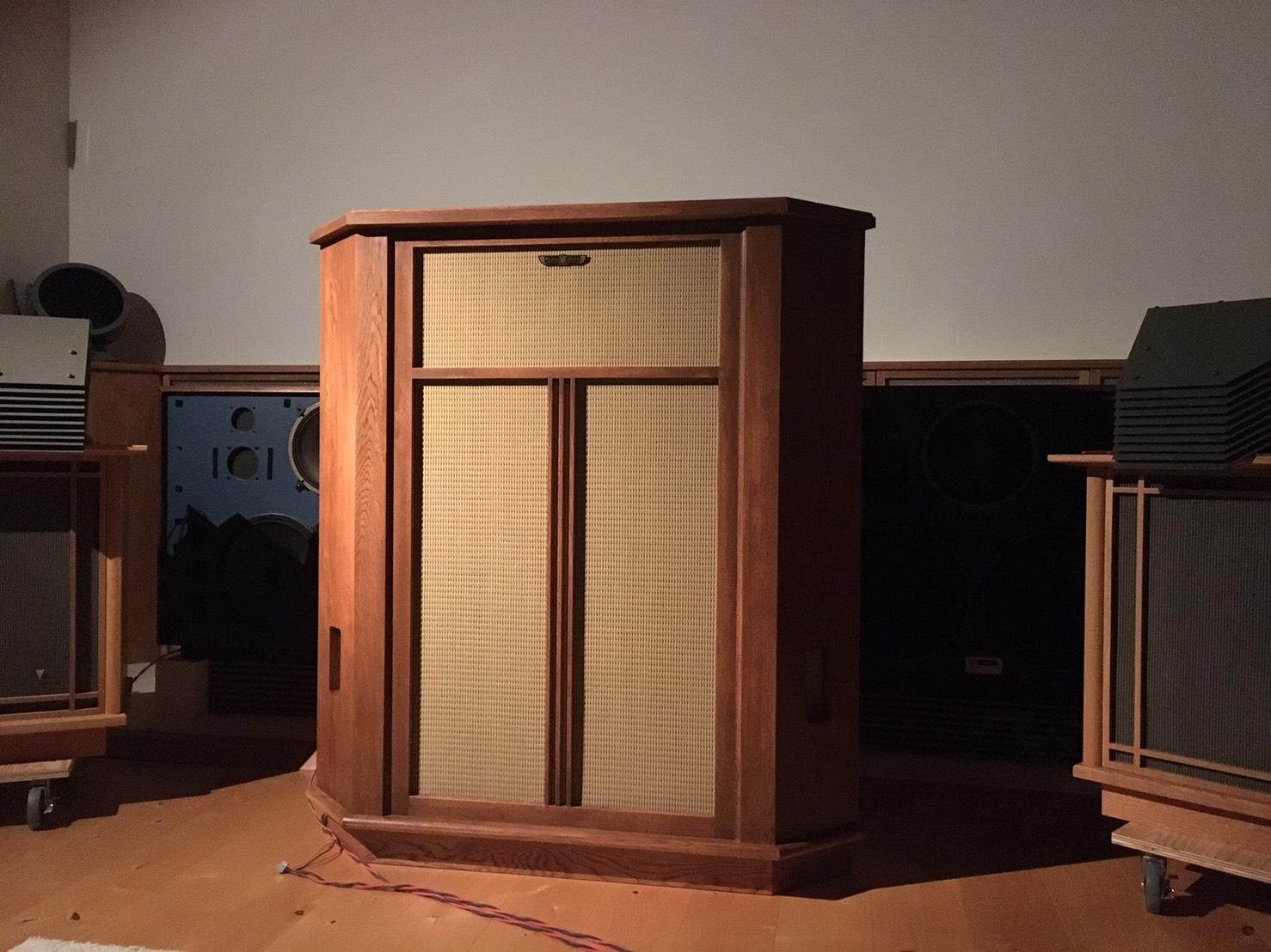 自作スピーカー ステレオ オーディオ モノラルスピーカー オーク 大阪 スピーカー オーダー家具 ナラ 無垢材 音との対話を重ねたモノラルスピーカー
