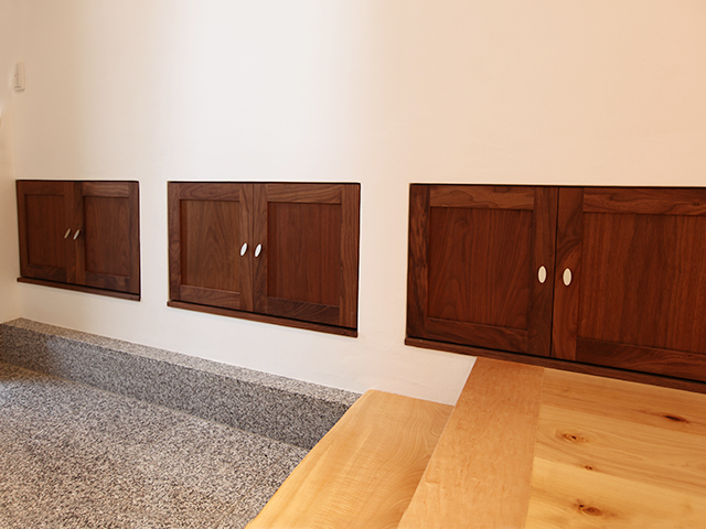 壁面収納 玄関 ヒノキ 大阪 ウォールナット オーダー家具 無垢材 壁面収納の下駄箱